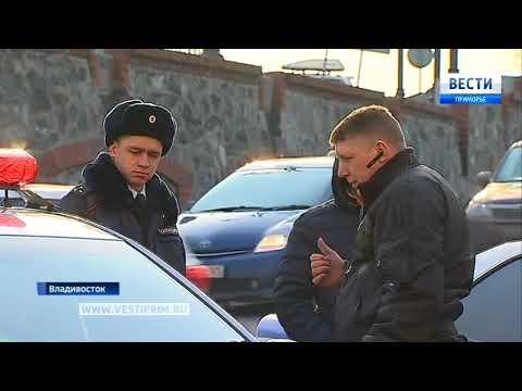 Городской автобус выехал с дороги на оживленный тротуар во Владивостоке