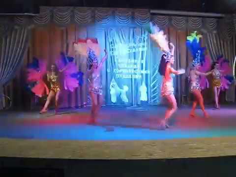 Видео Девушки в цирке без трусов фото