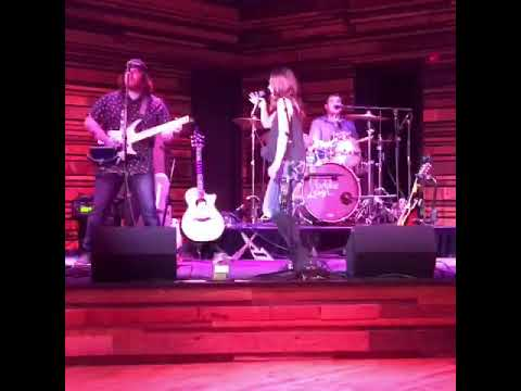 17 year old Maddie Leigh performing Young and Crazy by Frankie Ballard COVER Live