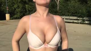 ПРО КРАСОТУ * Красивая грудь в замедленной съемке * A breast is in a slow survey
