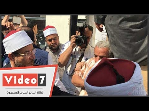 وزير الأوقاف يشهد توزيع 8 أطنان لحوم على الفقراء بالغربية  - 14:21-2017 / 10 / 13