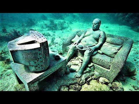 24 Strangest Photos Taken Underwater