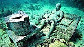 24 Strangest Photos Taken Underwater