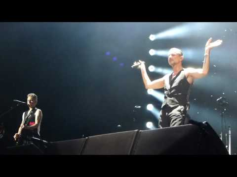 Depeche Mode - Cover Me - Amsterdam 7.5.2017 - live - FRONT OF STAGE (HD)
