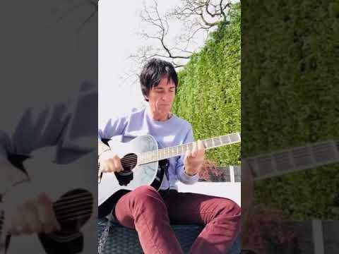 How to play 'Cemetry gates' By Johnny Marr