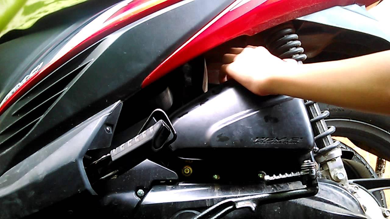 2014 My Honda Vario 110 Fi Open Filter Cover