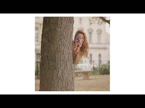Stories of Liens: Loving couple in a Parisian park