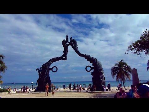 Playa del Carmen, Mexico main plaza & folk music show