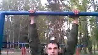 Армейские приколы на турнике.mp4