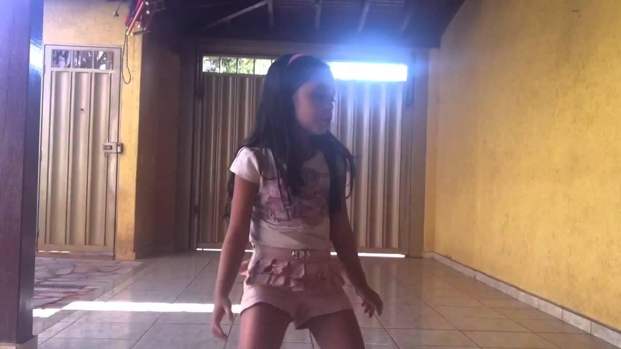 Nicole dançando Show das poderosas