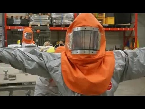French medical team trains for Ebola aid mission to Guinea