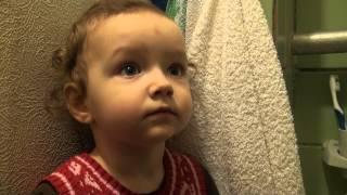 видео Коли починати і як чистити зуби дитині