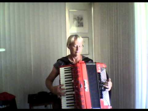 Short medley of Italian songs played on the Roland FR7X accordion