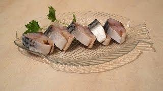 Как посолить скумбрию дома. Очень Вкусно!(Очень вкусная соленая скумбрия.Готовим дома.Как засолить скумбрию дома.Проще простого! Выбираем рыбу пожир..., 2014-06-21T15:53:18.000Z)