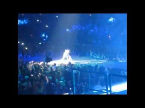 Justin Bieber Hits (Slaps) Security Guard Footage