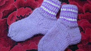 Носки спицами от А до Я спицами  бесшовные, самые простые, бабушкины.Knitted socks on 5 needles(Вязание носков спицами. цельновязанные на 5 спицах №2-2.5 из пряжи Деревенская пехорка.Как связать пяточку,..., 2015-11-28T15:41:32.000Z)