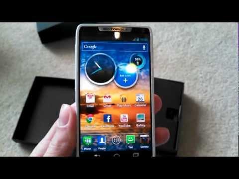 Motorola Droid RAZR M Unboxing
