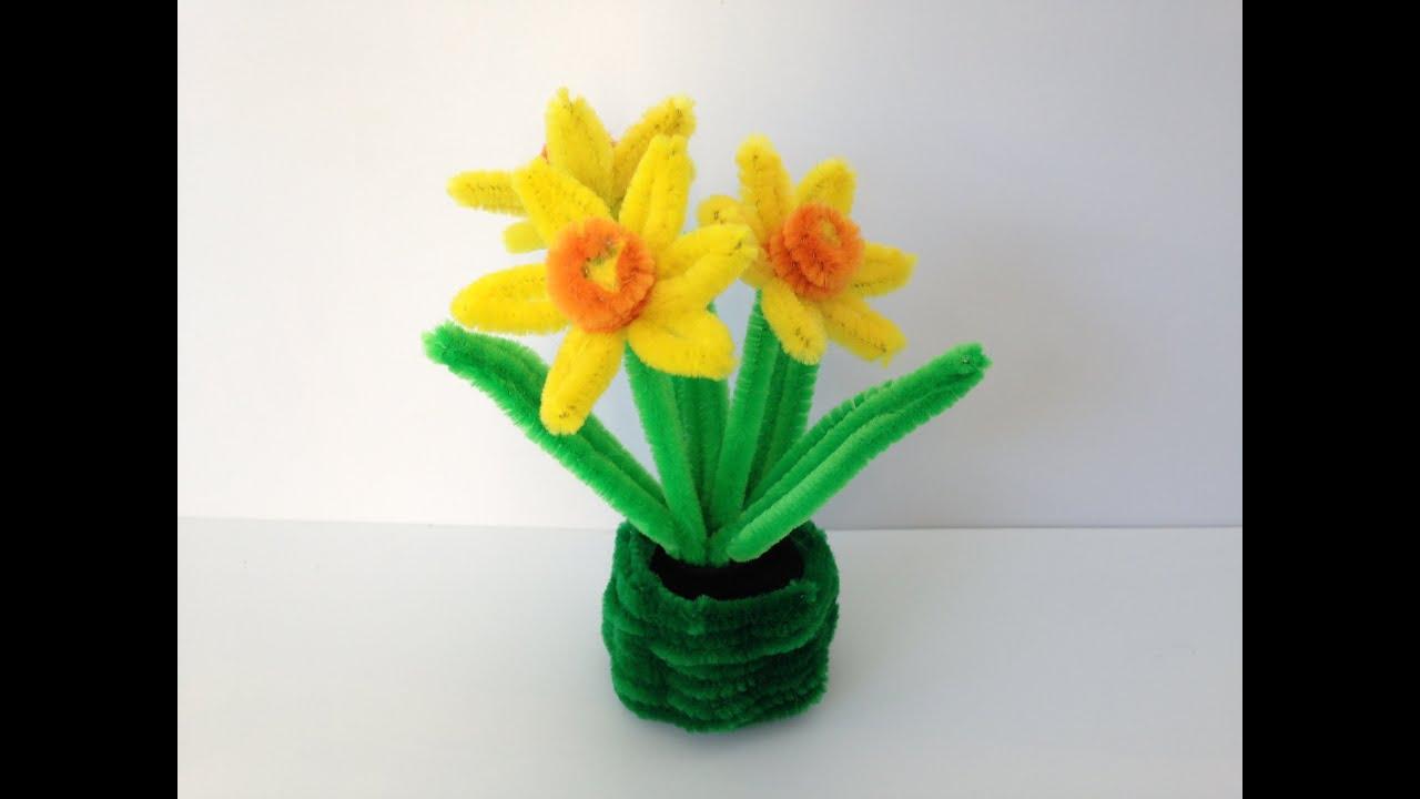 Making Craft Daffodils