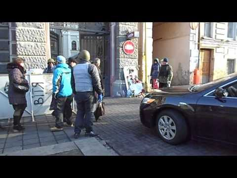 National Bank of Ukraine Guarded by Protesters turned Civil Guard