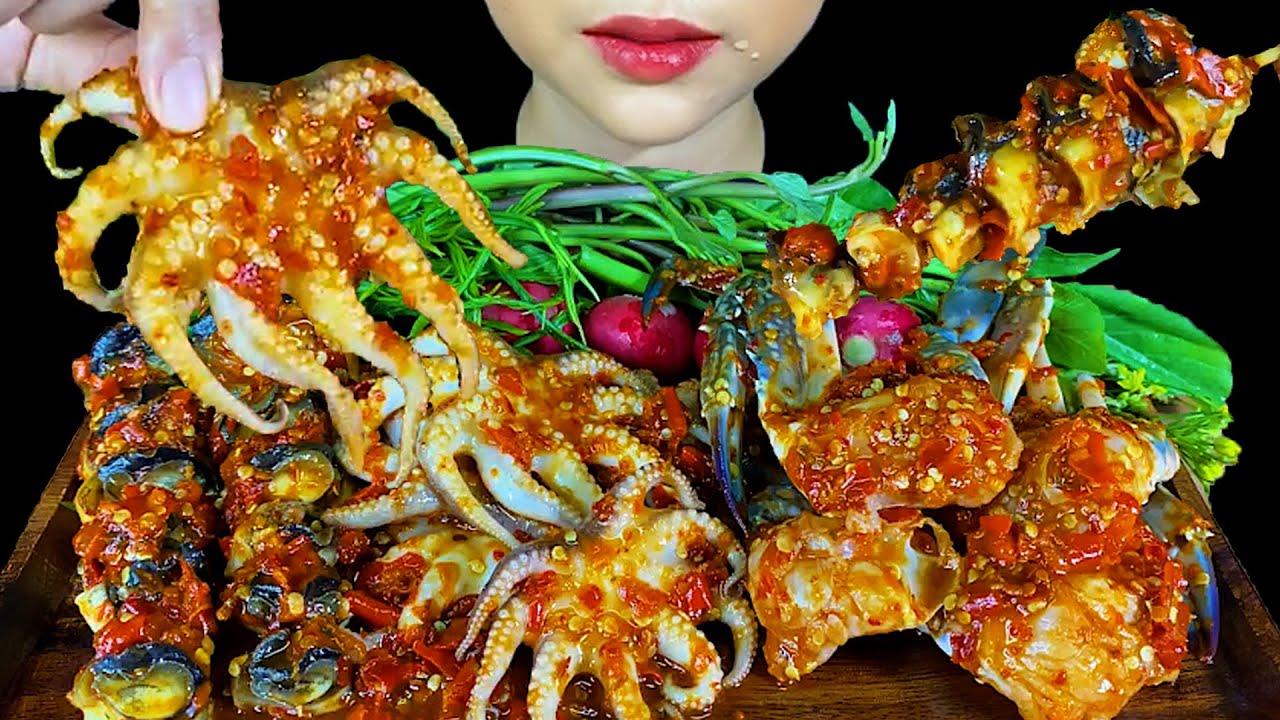 SPICY SALAD SEAFOOD ( RAW BLUE CRABS, APPLES SNAIL & OCTOPUS ) * กินยำทะเลสด *