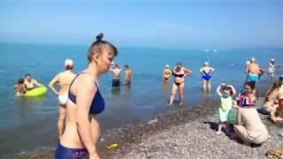Мокрые и счастливые: первый день лета на пляже Ривьера в Сочи