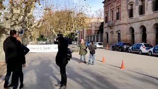 Más de 100 mossos se manifiestan ante el Parlament por sus condiciones laborales