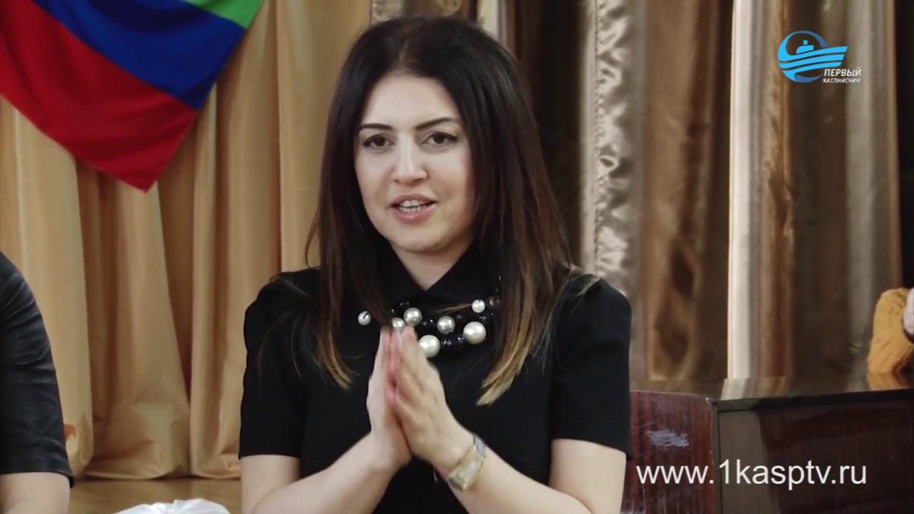 Сладкие подарки и добрые пожелания. Представители пенсионного фонда Каспийска с благотворительной акцией побывали в СКДД