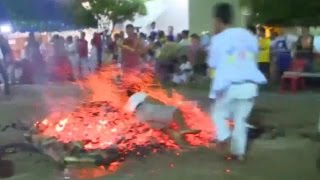 Thai Fire Walker Falls In Hot Coals | Walking On Hot Coal Attempt Goes Wrong