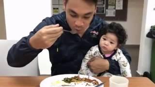 Download Video Qalish tengok je PAPA dia makan- Sayang Papa Saya Tak MP3 3GP MP4