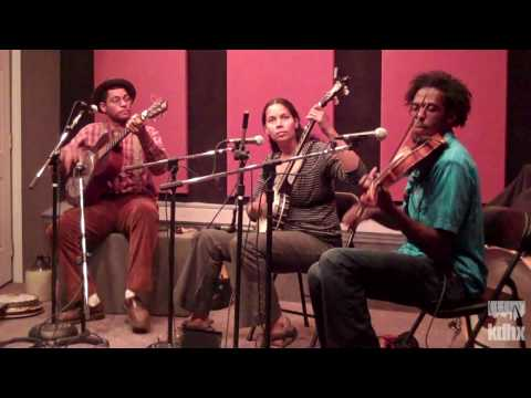 "Carolina Chocolate Drops ""Trouble in Your Mind"" Live at KDHX 9/26/09 (HD)"