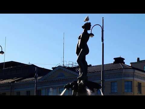 Helsinki Tourists at Havis Amanda
