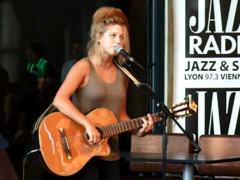 Selah Sue live acoustic Explanations- Show case Docks 40 - Lyon - Radio Jazz
