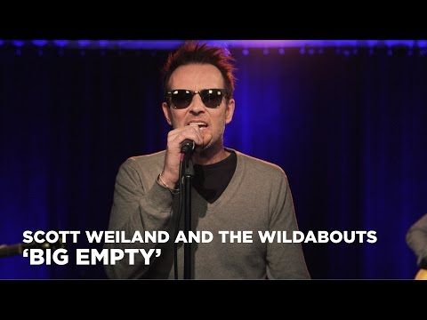 Scott Weiland and the Wildabouts perform Stone Temple Pilot's