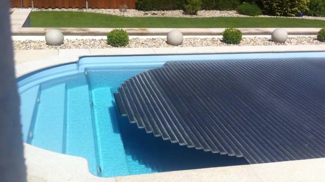 pool abdeckung solar f hrt auf youtube. Black Bedroom Furniture Sets. Home Design Ideas