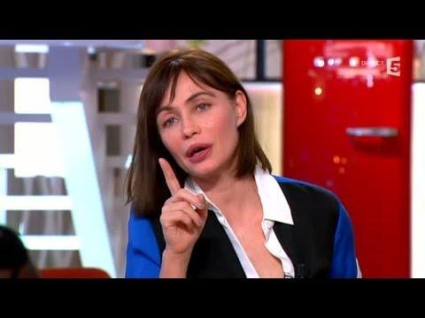 Emmanuelle Béart émue face à des s de son passé  C à vous  03042014