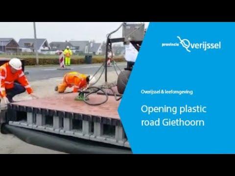 Opening plastic road Giethoorn