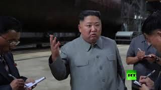 شاهد.. زعيم كوريا الشمالية يتفقد غواصة جديدة تستعد للإبحار