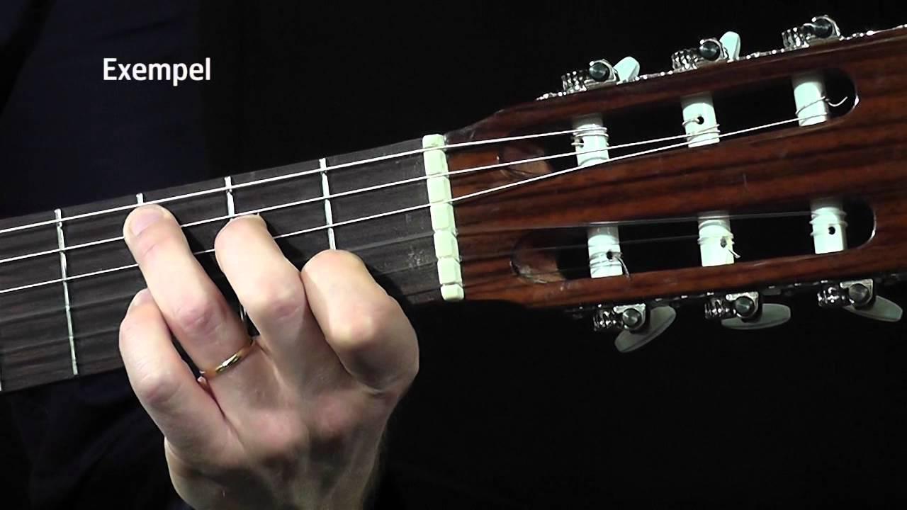 hur lär man sig spela gitarr