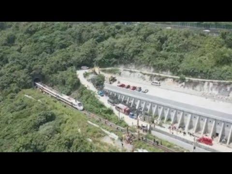 Un accidente de tren en Taiwán deja medio centenar de muertos y decenas de heridos