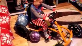 Велокарт Berg Buddy Orange pedal Go Kart четырехколесный велосипед для детей.(Все видео Happy Rodion: https://www.youtube.com/channel/UCs6WE7pW-uJx9OnItxMap2g/videos Подарок Велокарт Berg Buddy Orange. Ставьте лайки!, 2016-05-27T01:25:16.000Z)