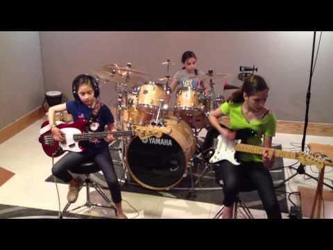 Hysteria Muse Cover Practice Dany, Pau & Ale