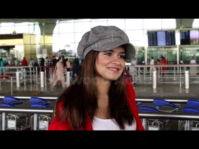 Avneet  Kaur  Apotted At Airport