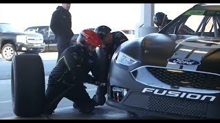 Фото с обложки Exclusive: Get A Glimpse At Shr'S Five-Man Pit Stop