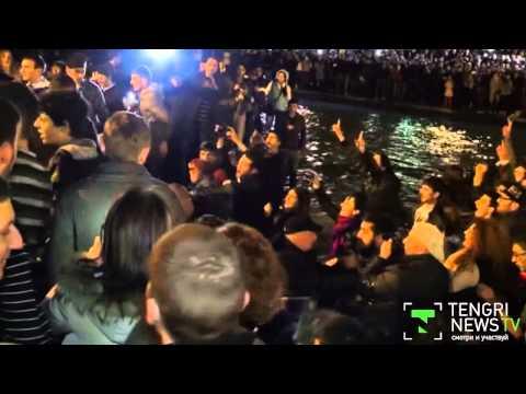 Рэпер Канье Уэст прыгнул в пруд в Ереване во время концерта