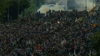 Raw: Protesters, Police Face Off in Venezuela