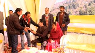 Friends and relatives wishing newly wedded royal couple of Jubbal