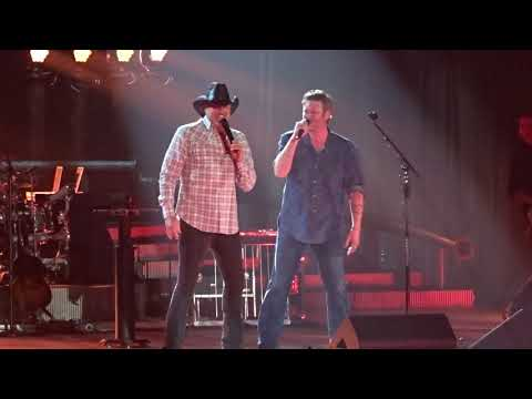Blake Shelton - Trace Adkins Hillbilly Bone 2/16/18