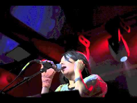 Nandini Srikar Live @BlueFrog- Sawan Beeta Jaye feat. Mohan Kannan (Agnee)