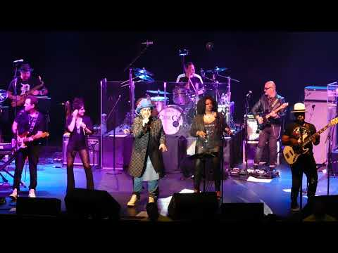 Culture Club Performing Clock (Time Of The Heart)/New Song at The Paramount Theater