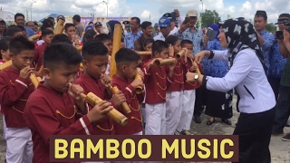 Musik bambu dan seorang guru yang keren habis